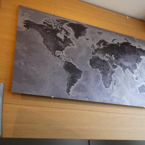 Mapa del Mundo metálico de aluminio pulido